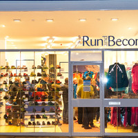 run_and_become-from-the-outside-at-night_opening_night-2635