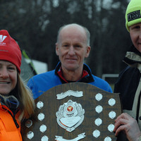 emily-gelder-keeping-warm-and-recieving-the-uk-100km-trophy-from-ian-beattie-chair-of-scottish-athletics-acp_perth_2013_004