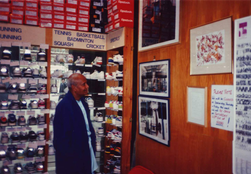 Sri Chinmoy visits Run and Become before his Peace Concert at Royal Albert Hall, 1985