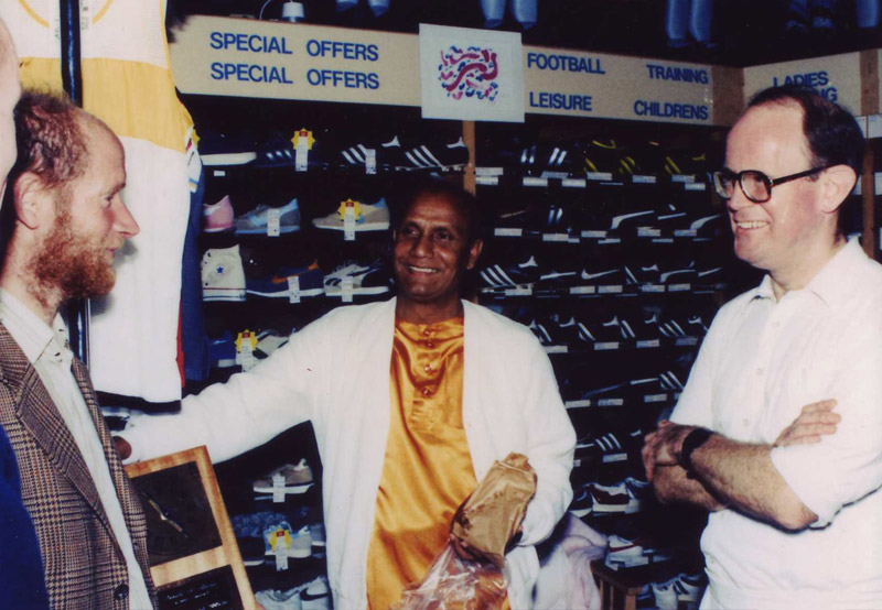 Sri Chinmoy meets famed Ultra Runner and UK record holder Don Ritchie, with Tony Smith at Run and Become.