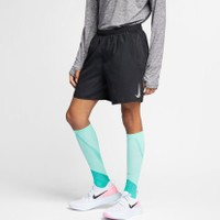 NIKE  Challenger 7in Shorts